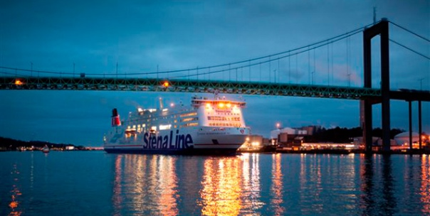 Gothenborg_Port_Stena-Scandinavica-at-night_638x322